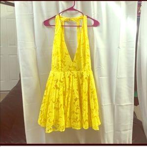 Bebe Deep plunge, yellow lace dress. Size 8